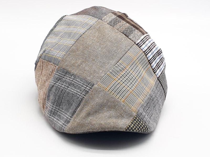Coppola patchwork base marrone/grigio a quadri con bottone