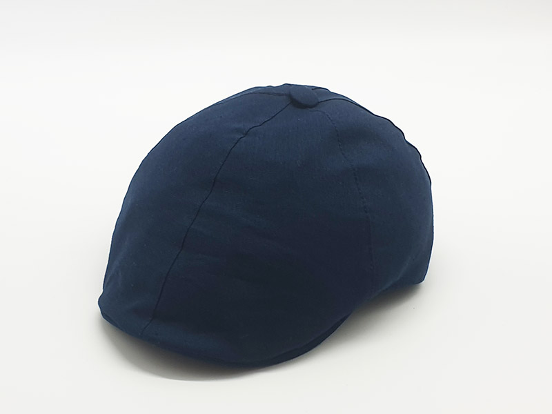 Coppola tinta unita blu con bottone