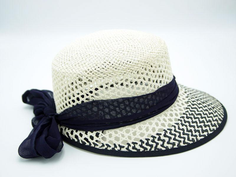 Cappello in Paglia da Donna Ala Corta con visiera e nastro blu
